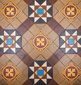 Beautifull premices hallway tiles